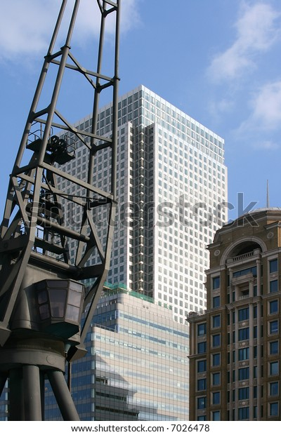 Old Docklands crane dwarfed by modern new buildings in Canary Wharf