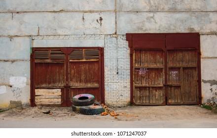 old doors to the bilding