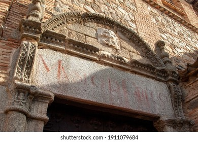 Old entrance of El Greco Museum with its inscription in spanish on the stone at the jewish quarter of Toledo, Spain.