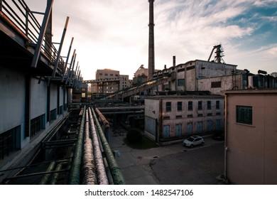 依然是废弃工厂