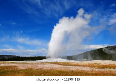 Old Faithful geyser, Yellowstone NP