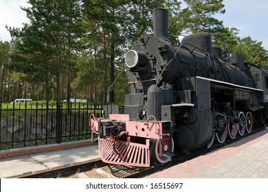 old fashioned black stream locomotive