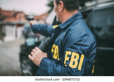 An old FBI agent with a gun in the mission