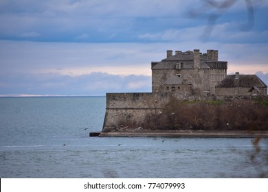 Old Fort Niagara seen from Queen's Royal Park - Niagara-on-the-lake - Canada