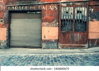 OLD GARAGE IN VIEUX LYON, LYON, FRANCE -april 10, 2019: old, abandoned garage with Vieux Lyon, Lyon, France. - Image