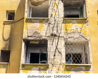 Old house, house for demolition, sinister house, yellow.