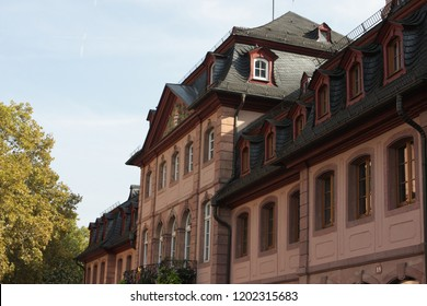 Old house near Mainz Cathedral or St. Martin's Cathedral (German: Mainzer Dom, Martinsdom officially, Der Hohe Dom zu Mainz) is located near  historical center