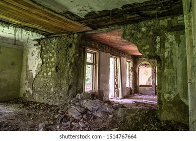 Old house in ruins, walls falling apart, creepy.
