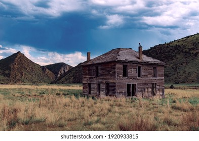 Old house, vintage house, haunted home in the middle of the country in Montana Cardwell jefferson River