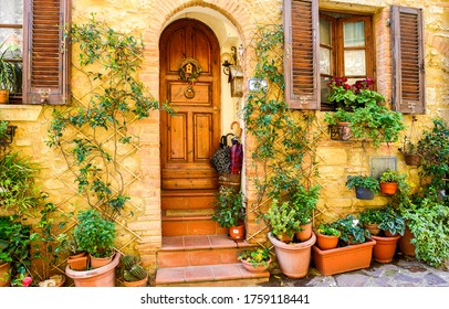 Old Italy street house entrance. Arched door in Italy town