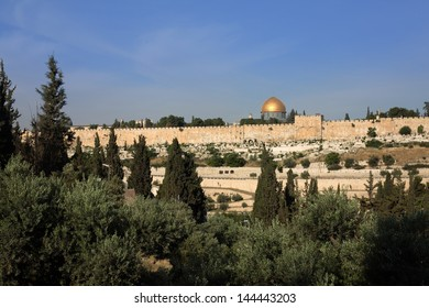 Old jerusalem panorama with dome of the rock