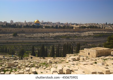 old Jerusalem view: cemetery and Dome of the rock. Taken in April 2009.