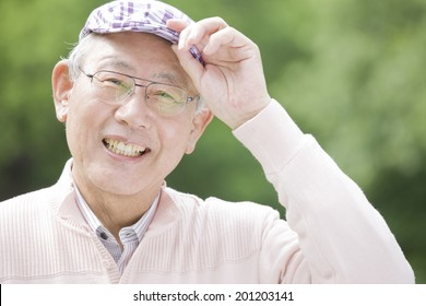 The old man greeteding by taking the hat off