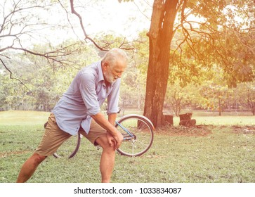 old man with knee problem in the park.