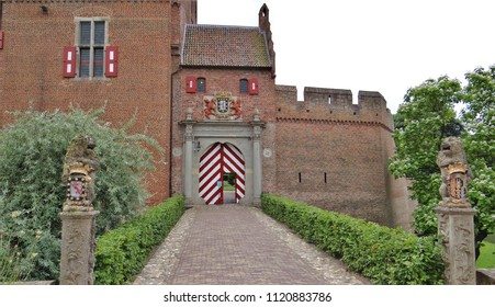 The old medieval gate of the castle 'Kasteel Huis Bergh' in 's-Heerenberg in the Netherlands. The weapon hangs above the gate.