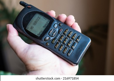 "Old mobile phone with ""No service"" message"