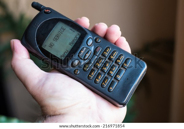 """Old mobile phone with """"No service"""" message"""
