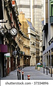 Old and new buildings in city of London