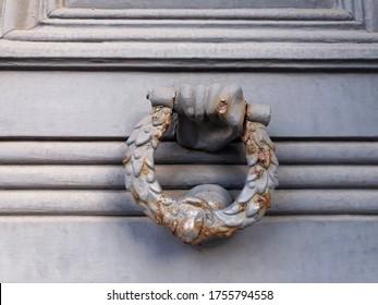old-ornate-door-knocker-form-260nw-17557