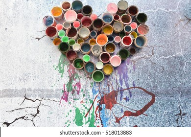 Old paint cans and colors colorful Arranged in a heart shape Ready to be Disposed