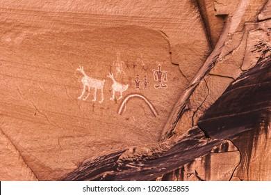Old painted anasazi petroglyphs representing humans and animals, Canyon de Chelly, Arizona.
