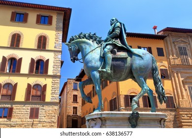 Old palaces around the bronze statue of Cosimo I in Piazza della Signoria, Florence, region of Tuscany, Italy