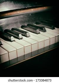 Old piano keyboard
