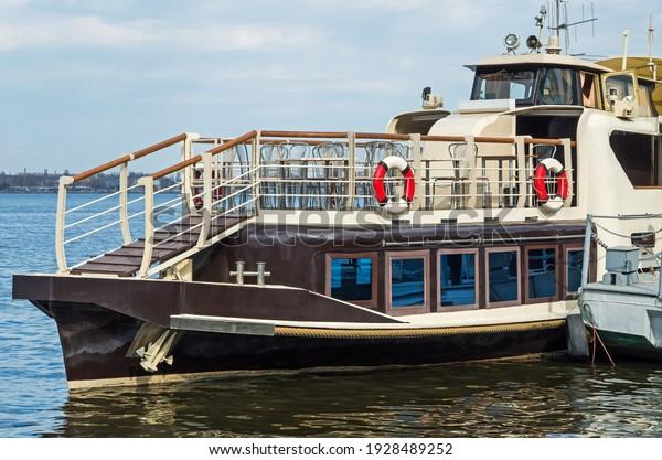 old-pleasure-boat-chocolate-color-600w-1