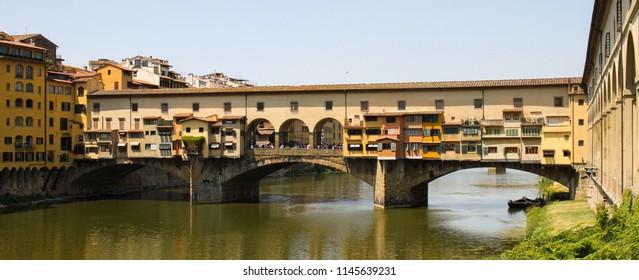 Old Ponte Vecchio bridge overArno river in Firenze, Toscana, Italy