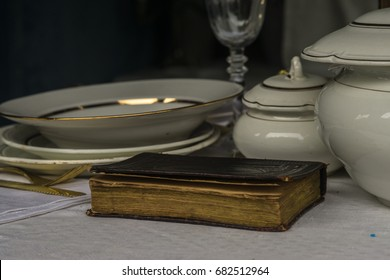 Old porcelain ware of 18-19 centuries