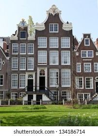 The old private patio of the  Begijnhof in the center of Amsterdam - Noord Holland  - The Netherlands