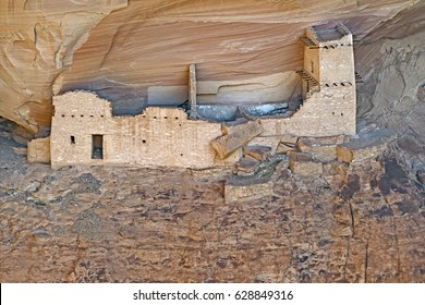 Old Pueblo Dwelling in a Canyon Wall in Canyon de Chelly National Park in Arizona