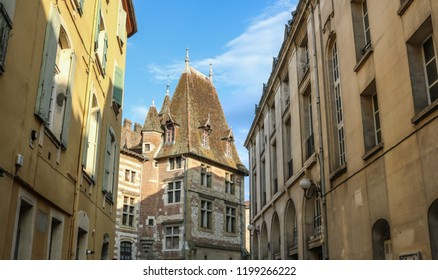 The old quarter of Agen and the Museum of Fine Arts. France