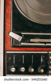 old record player, old records,