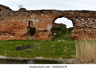 Old, ruined wall at the pond.
