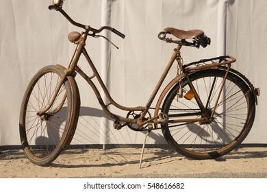 old rusty bike