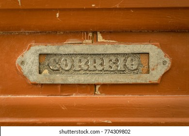 """Old rusty mailbox with the word """"mail"""" - in Portugese   """"correio"""""""