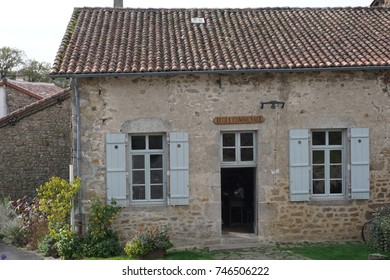 Old school building in France for premier school