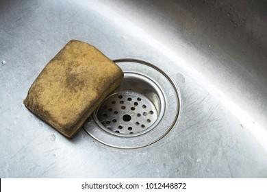 Old scrub sponge in a sink ,Old Kitchen Sponge Could Give Diarrhea