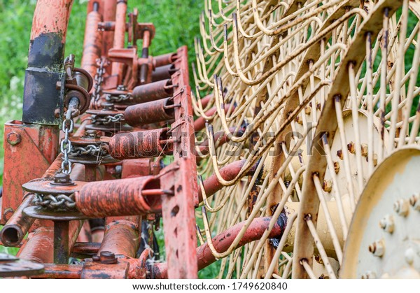 Old, solid technology. Spring tension on a star wheel rake.