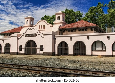 The old Southern Pacific train station serves as the bus station for Modesto. The station serves Greyhound, Stanislaus County bus line and the Modesto bus lines.