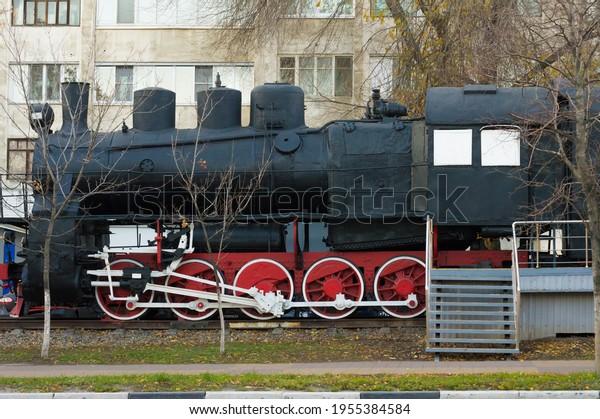 old-steam-locomotive-museum-exhibit-600w