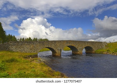 An old stone bridge on the Mudale River near the village of Altnaharra. Altnaharra is a small hamlet in Sutherland in the Highland region of northern Scotland. UK