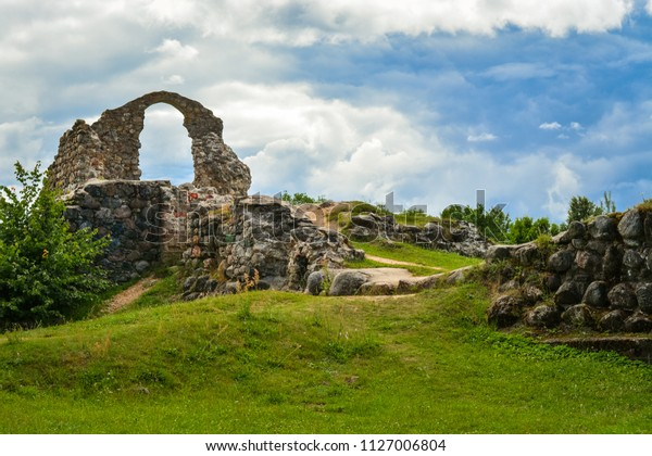old-stone-ruins-ancient-castle-600w-1127