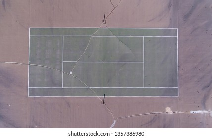 Old tennis court with cracks in it