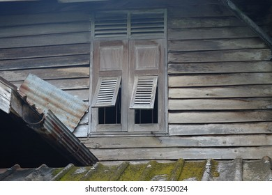 Old Thai wooden shutters Thai windows with shutters on / off