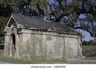 old tomb in charleston sc