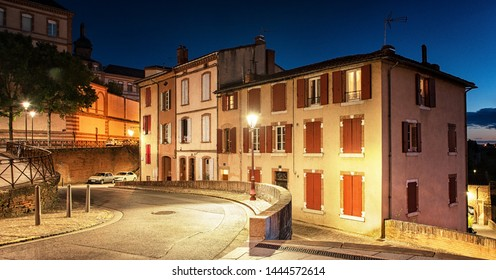 Old town of Albi at night