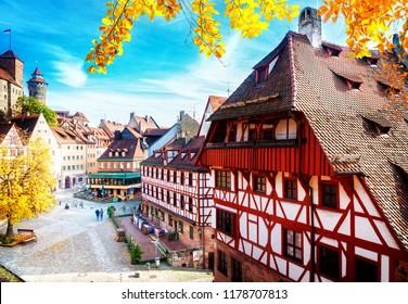 Nürnberger Altstadt am sonnigen Herbsttag, Deutschland im Herbst, Retro-Ton