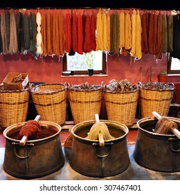 Old traditional dyeing yarn for carpets